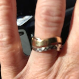 Jewelry - Two-toned ring